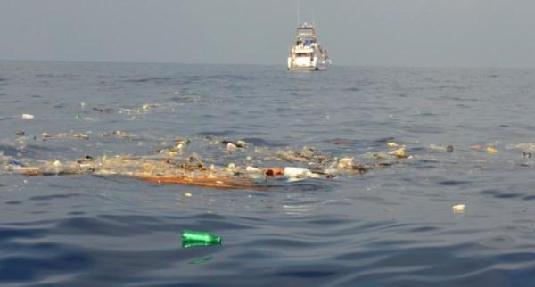 ô nhiễm biển nhựa rác