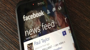 Facebook bản Windows Phone được tích hợp Messenger