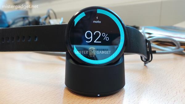 Lộ diện hình ảnh Moto 360 với tính năng chống nước, trang bị bộ sạc không dây