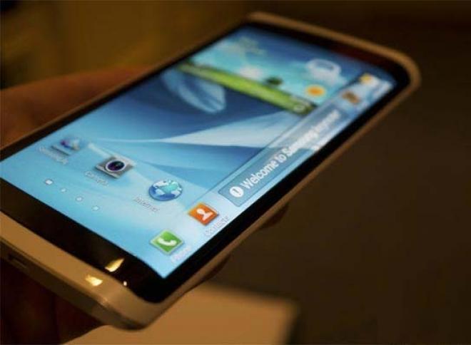 """Cũng giống như Galaxy Note 3 và Galaxy Round, năm nay Samsung có thể sẽ phát hành một phiên bản Note 4 đặc biệt có màn hình """"không có viền"""" bao phủ mặt trước và 2 cạnh bên của smartphone."""