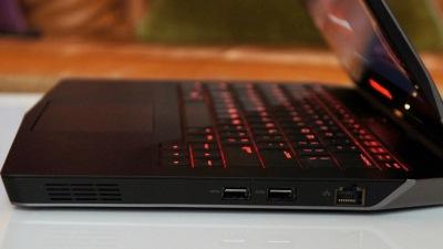 Dell ra laptop chơi game Alienware 13 inch mỏng, nhẹ