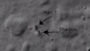 """Bí ẩn về bức ảnh """"người đi bộ"""" trên Mặt trăng"""