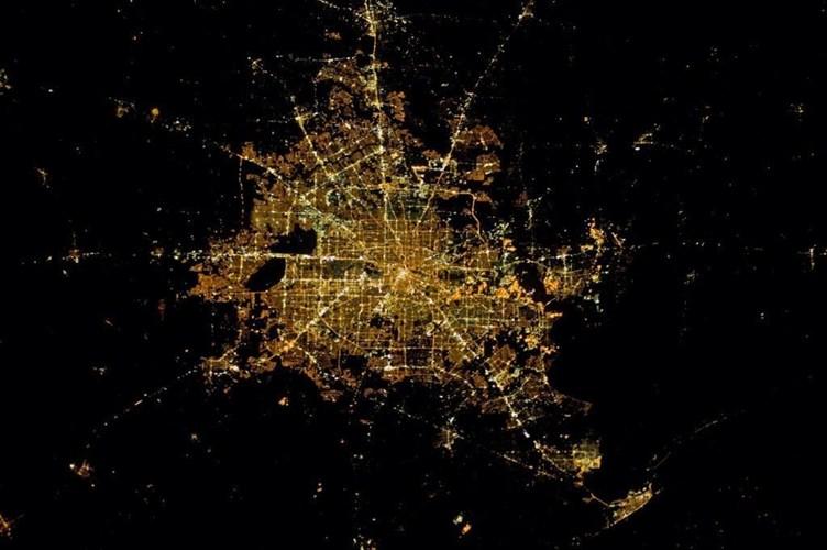 Các thành phố đẹp lung linh khi nhìn từ vũ trụ
