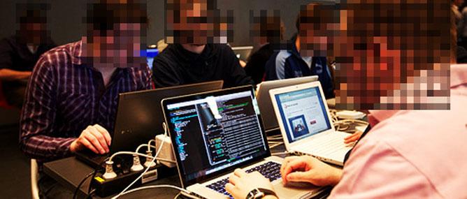 Trùm hacker làm việc cho FBI hàng đêm