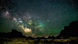 Ngắm bầu trời đẹp lung linh về đêm