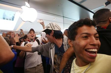 """Apple dành cho """"nhà giàu"""", Android phục vụ bình dân?"""