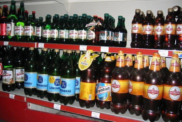 Tại sao bia không được đóng trong chai nhựa?