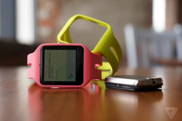 Khi Google ra mắt Android Wear, Sony thẳng thừng tuyên bố vẫn sẽ tiếp tục sử dụng phần mềm smartwatch do mình tự phát triển. Trong ngày hôm nay, công ty Nhật Bản đã xóa bỏ tuyên bố này khi ra mắt chiếc SmartWatch 3 chạy Android Wear.