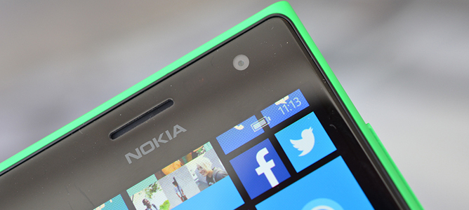 """Trên tay smartphone chuyên """"tự sướng"""" Lumia 730"""