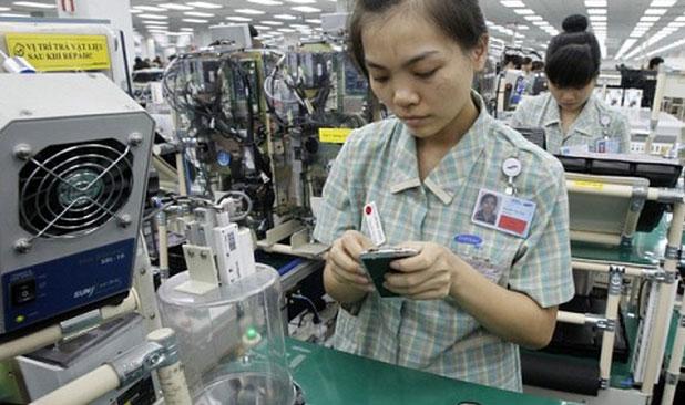 Công nhân nhà máy Samsung. Ảnh: Tuổi trẻ