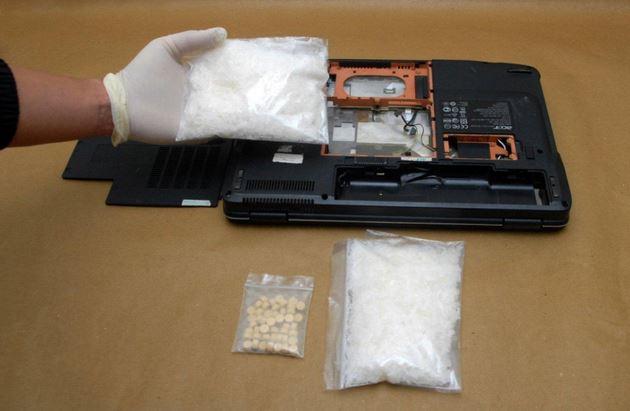 Giấu luợng ma túy trị giá gần 32.000 USD trong laptop