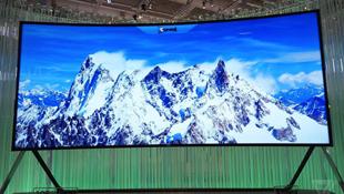 Samsung trình diễn tivi tự uốn cong lớn nhất thế giới