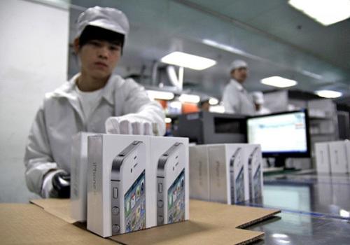 Nhân viên Foxconn bị bắt vì tuồng phụ kiện iPhone 6 ra ngoài