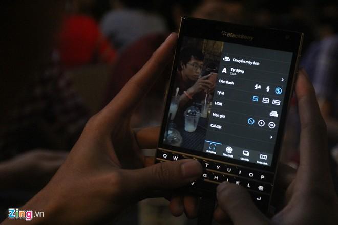 Cận cảnh BlackBerry Passport tại Việt Nam