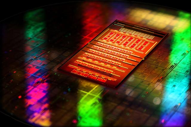 IBM tặng mảng sản xuất chip cho Globalfoundries kèm 1,5 tỷ USD