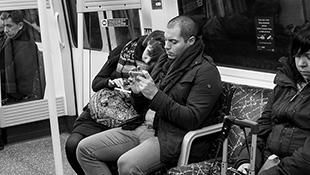 Bộ ảnh: smartphone đang làm con người xa cách nhau