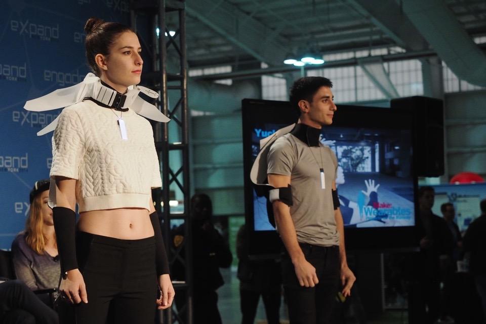 Show trình diễn thời trang tích hợp thiết bị đeo