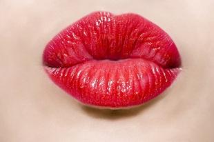 Mỗi nụ hôn chứa 80 triệu vi khuẩn