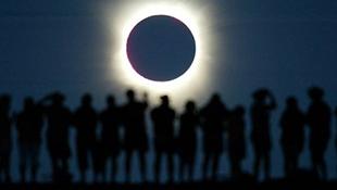 Thực hư chuyện Trái đất sẽ chìm trong bóng tối 6 ngày