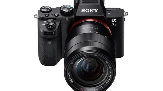 Sau các phiên bản A7 và A7R, Sony mới đây đã ra mắt thế hệ lớn thứ 2 của dòng Alpha không gương lật cảm biến full-frame với tên gọi A7.