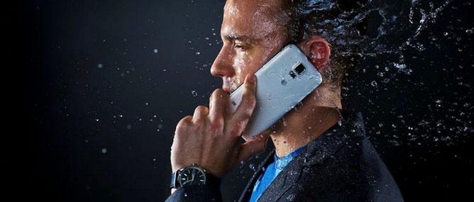 """WSJ: Samsung Galaxy S5 tồn """"chất đống trong kho"""""""