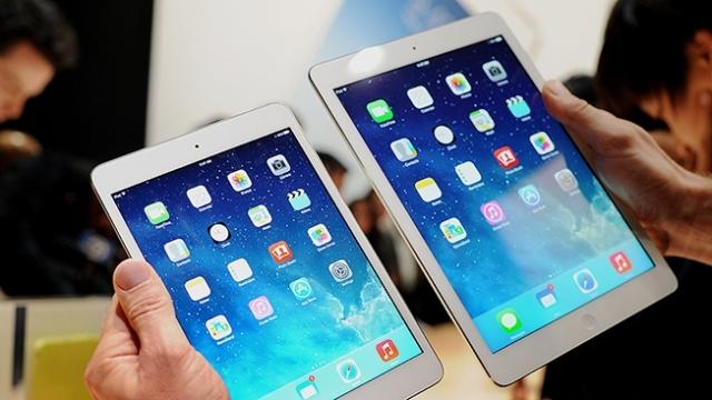 Sau sự ra mắt của Windows 8 và Surface, ranh giới giữa laptop và tablet đang dần bị xóa nhòa. Ngay cả một số mẫu laptop cấu hình game cũng đã có màn hình cảm ứng. Vậy, khi nào thì bạn nên lựa chọn laptop, và khi nào thì nên lựa chọn máy tính bảng?