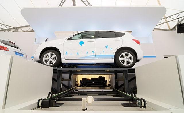 """Trở ngại lớn nhất dành cho xe điện là thời gian sạc pin quá lâu. Tesla đã tìm ra giải pháp thay thế: thay pin xe cho người dùng trong khoảng thời gian """"không bằng thời gian đổ đầy bình xăng""""."""