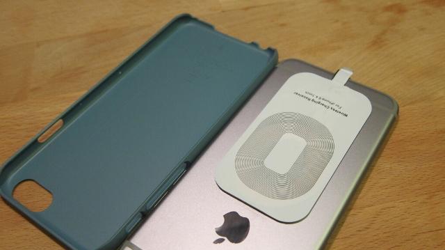 Chỉ với 2 phụ kiện giá rẻ, bạn có thể mang tính năng sạc không dây lên iPhone 6 theo cách tiện lợi nhất, ít cồng kềnh nhất có thể.