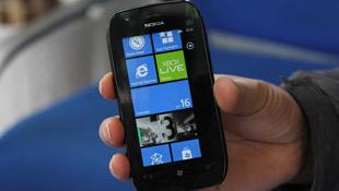 Trên tay Nokia Lumia 710 chính hãng
