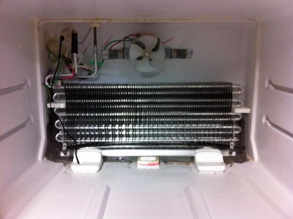 Cơ chế hoạt động của tủ lạnh tương đối đơn giản, song các bộ phận trên tủ rất dễ gặp trục trặc. Bạn phải làm gì khi nhận thấy tủ lạnh không đạt nhiệt độ đúng mức? Cơ chế hoạt động của tủ lạnh tương đối đơn giản, song các bộ phận trên tủ rất dễ gặp trục trặc. Bạn phải làm gì khi nhận thấy tủ lạnh không đạt nhiệt độ đúng mức?