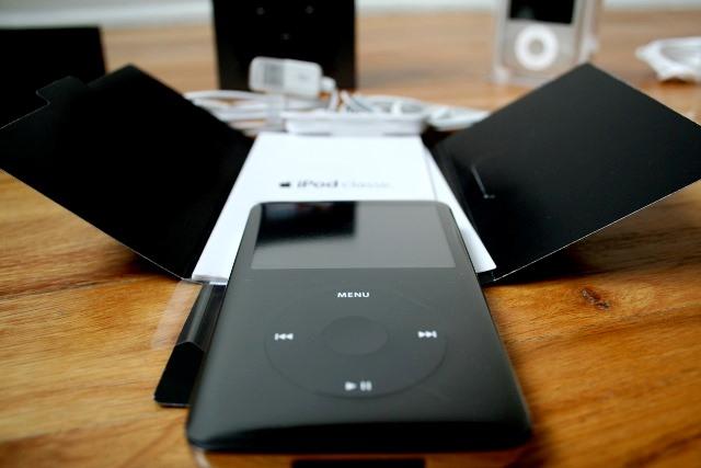 Nhưng, ngay trong tuần đầu tiên sau khi ra mắt, iPhone 6 4.7 inch và iPhone 6 Plus 5.5 inch đạt doanh số tới 10 triệu chiếc. Quý 3/2014 của Apple khép lại với doanh số iPhone đạt 39,3 triệu chiếc, tương đương với tốc độ tăng trưởng 16% so với cùng kỳ 2013.