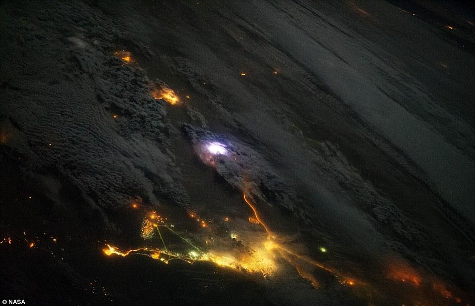 Thế giới năm 2014 nhìn từ vũ trụ