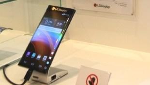 LG trình diễn martphone màn hình cong ở hai cạnh