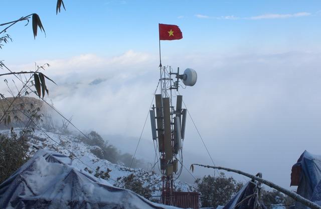 VinaPhone phủ sóng đỉnh Fansipan trong giá rét âm 3 độ