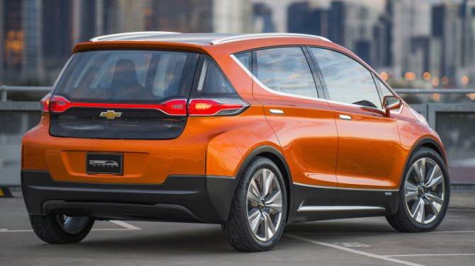 Dấu ấn của Tesla trên thị trường xe năng lượng sạch vẫn còn rất đậm nét, song Chevrolet cũng đã bắt kịp cuộc đua do Tesla khởi tranh với mẫu Volt có khả năng chạy tối đa 80km chỉ bằng bằng năng lượng điện và chiếc concept Bolt EV có khả năng chạy 320km cho mỗi lần sạc.