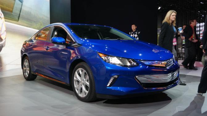 Chevrolet thách thức Tesla bằng ô tô điện giá rẻ