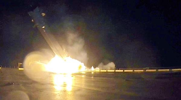 """Tên lửa đẩy """"tái sử dụng"""" của Elon Musk nổ tung khi hạ cánh"""