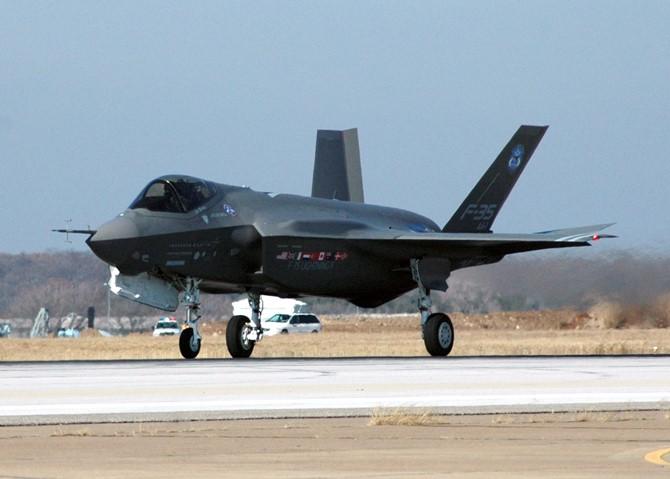 Lầu Năm Góc vô tình thừa nhận scandal tiêm kích F-35