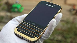 Cận cảnh BlackBerry Classic mạ vàng tại Việt Nam