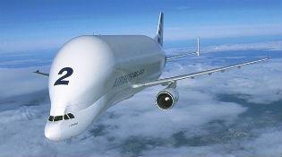 """Ngắm """"Cá heo trắng"""" Airbus bay trên bầu trời"""