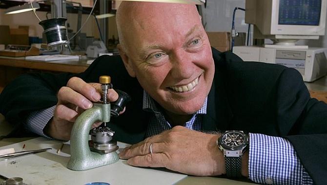 Sếp TAG Heuer quay ngoắt 180 độ, ca ngợi Apple Watch