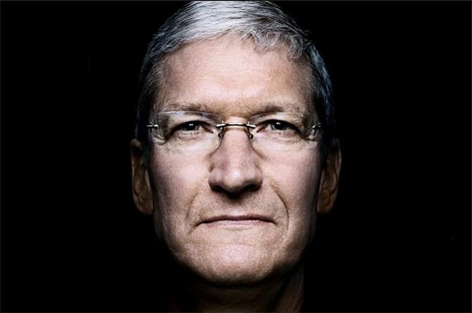 """Đưa Apple """"lên đỉnh"""", Tim Cook được thưởng bao nhiêu tiền?"""