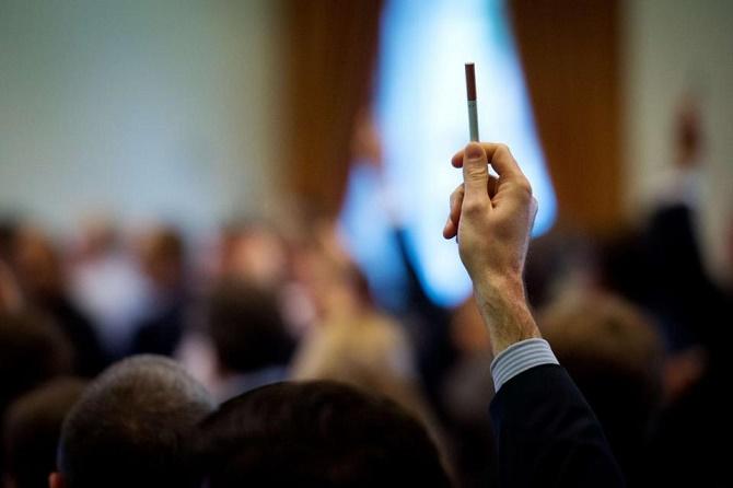 Mỹ cấm để thuốc lá điện tử trong hành lý ký gửi