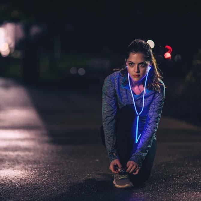 Glow: tai nghe với dây đeo có thể phát sáng