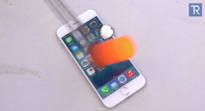 Điều gì xảy ra khi rót vài giọt nhôm nóng chảy lên iPhone 6?