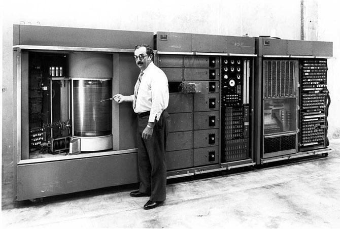Ổ cứng lưu trữ: 35 năm, giá giảm 21 triệu lần!