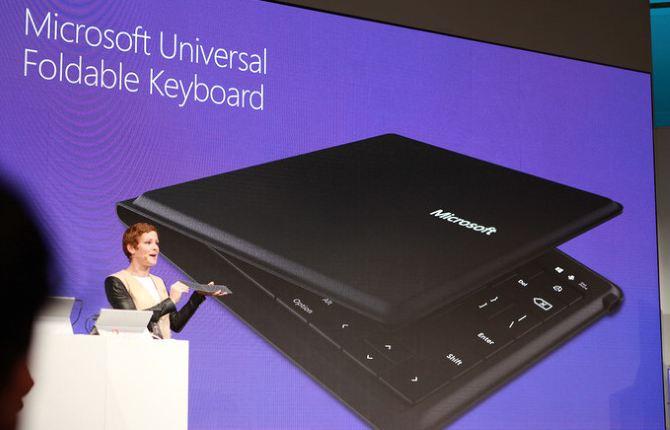Microsoft giới thiệu bàn phím có thể gập lại hỗ trợ Windows, iOS và Android