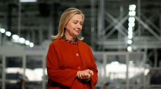 Hillary Clinton trực tiếp quản trị máy chủ email