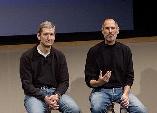 Tim Cook từng đề nghị hiến gan cho Steve Jobs