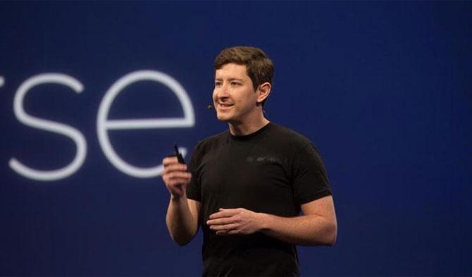 CEO của Parse, công ty đã được Facebook mua lại đang giới thiệu về IoT tại hội nghị   and founder Ilya Sukhar